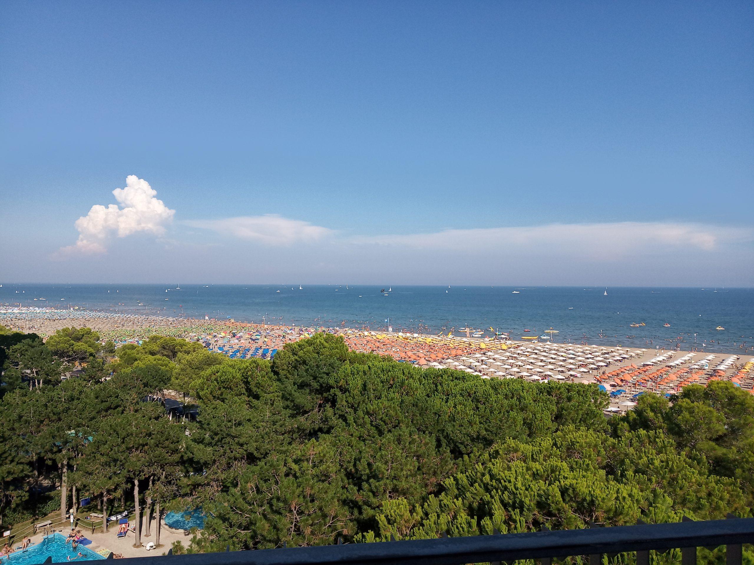 Vista sulla spiaggia e il mare di Lignano